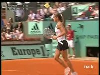 [Tennis. Internationaux de France : Roland Garros 2005 : Amélie Mauresmo contre Alizé Cornet]