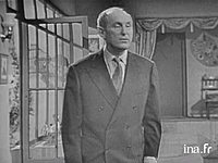 Bourvil interprète un sketch,